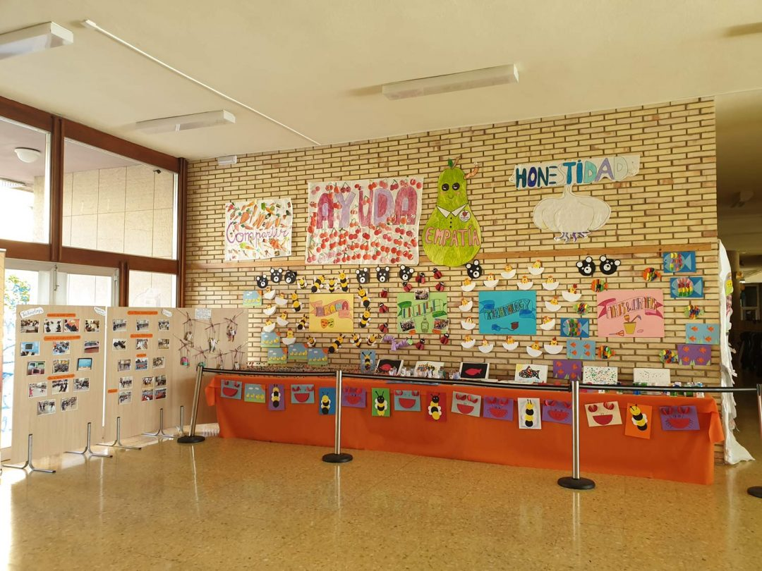 Protegido: Decoración del Hall. Plan de Innovación y Bilingüismo.