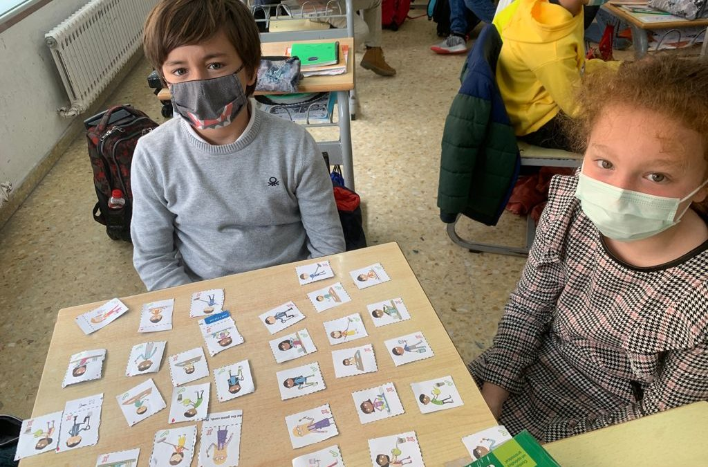 Protegido: English 4°EP: We enjoy playing card games!!! Is he/she cooking?